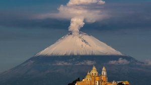 Iztaccíhuatl y Popocatépetl, volcán visto desde Cholula