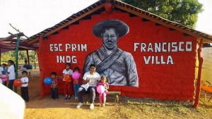 El arte urbano al uso de la comunidad, mural de Francisco Villa, escuela en costa chica de Guerrero, México.