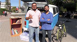 Jesús Labrador y Carlos Eleno García Santana, fundadores del proyecto literario La Combiteca