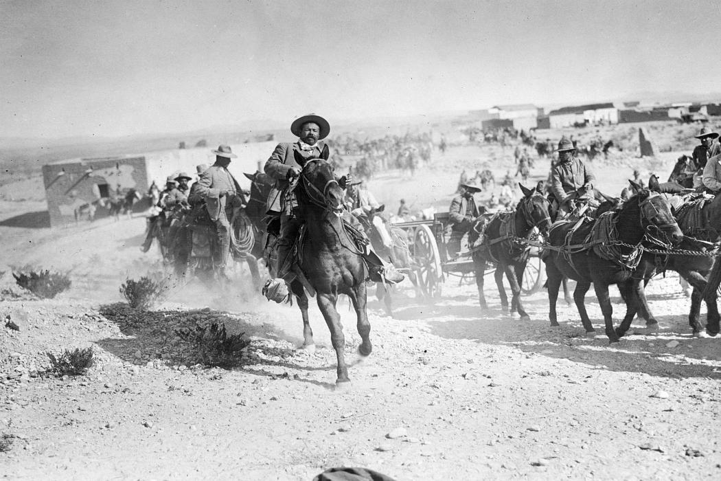 Pancho Villa en plena batalla