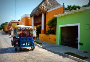 Calle principal de Celestún, Yucatán